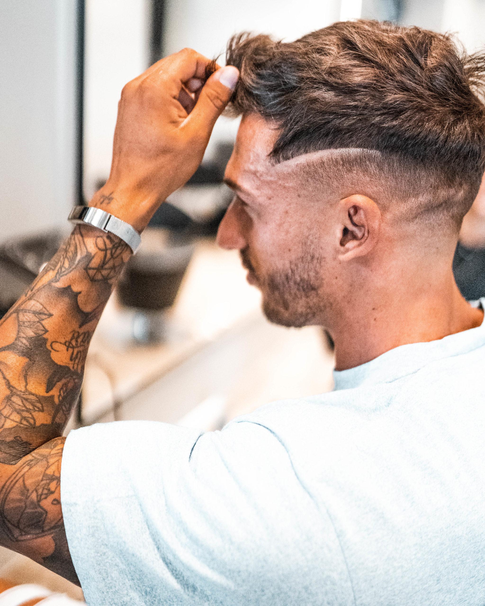 uomo capelli taglio